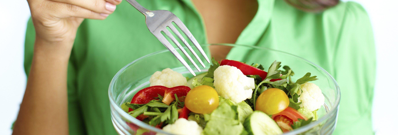 Woman-Eating-Salad-e1484321152795